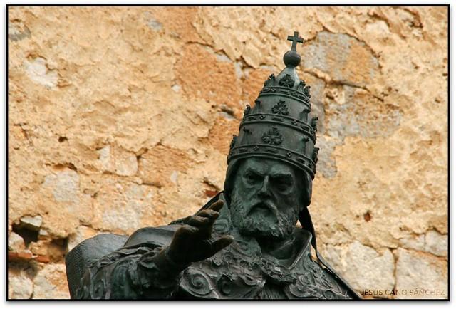 Escultura del Papa Luna, Peníscola (Castelló, Espanya)