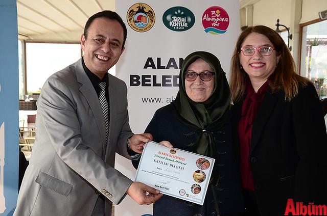 Alanya Belediyesi Yöresel Yemek Atölyesi'ne katılan kursiyerlere sertifikaları verildi. -7