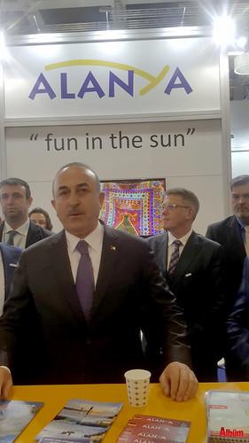 Bakan Çavuşoğlu Alanya standında-3