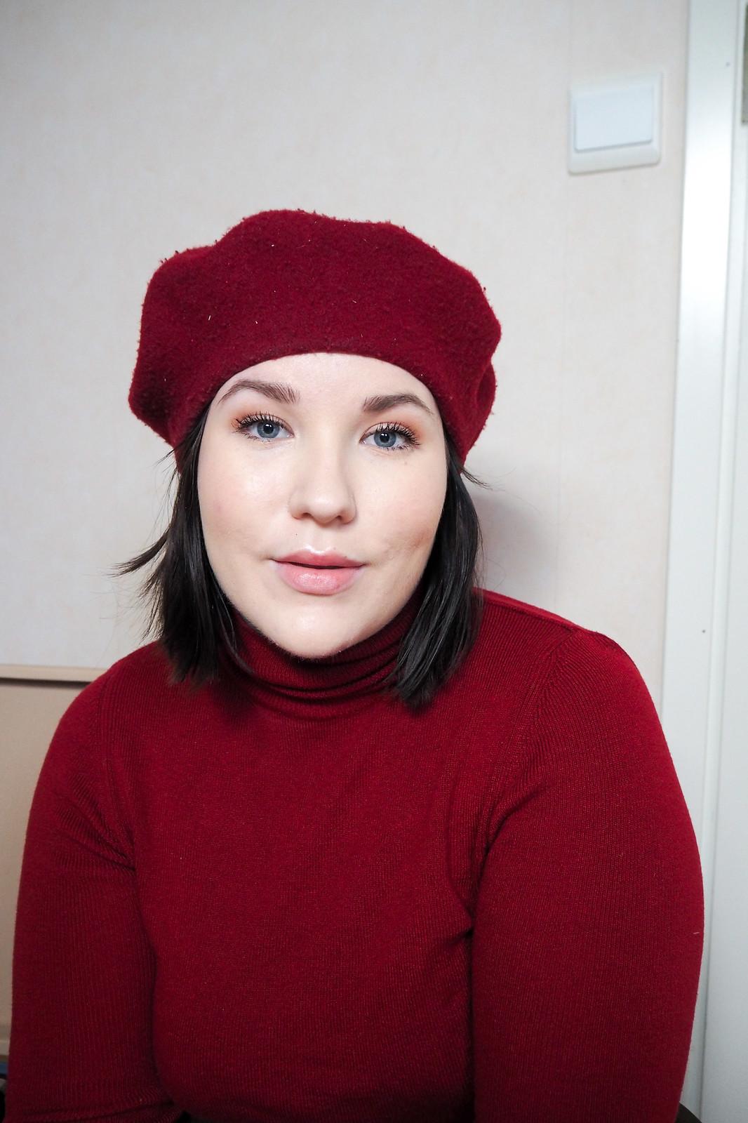 Punainen poolopaita, gant harmaa jakku, punainen baskeri-7