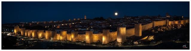 Luna sobre Ávila