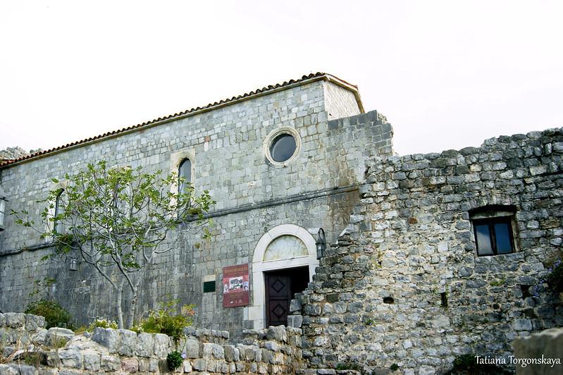 Вход в церковь Св. Венерады