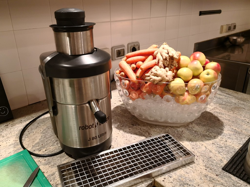 Juicer at the buffet