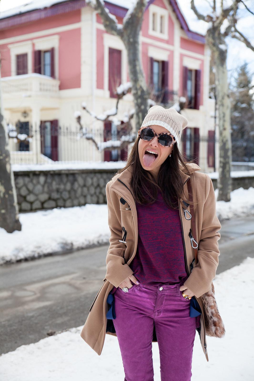 05como ir vestida a la nieve arreglada con un look magenta abrigo en color nude estilo parka mou boots theguestgirl the guest girl fashion influencer barcelona parfois streetstyle fashion week style