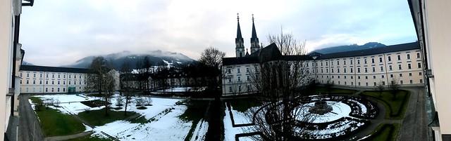 Stift Admont am 13. Jänner 2017. Schnee fasst weg.