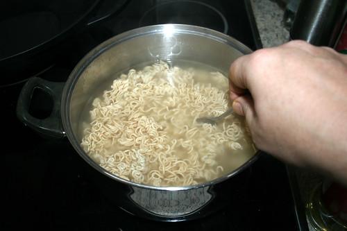 34 - Mie-Nudeln auflockern / Loosen mie noodles