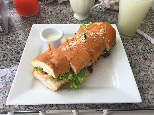 19 - Steak Baguette - Bistro Clinica de Frenos - Puerto Plata