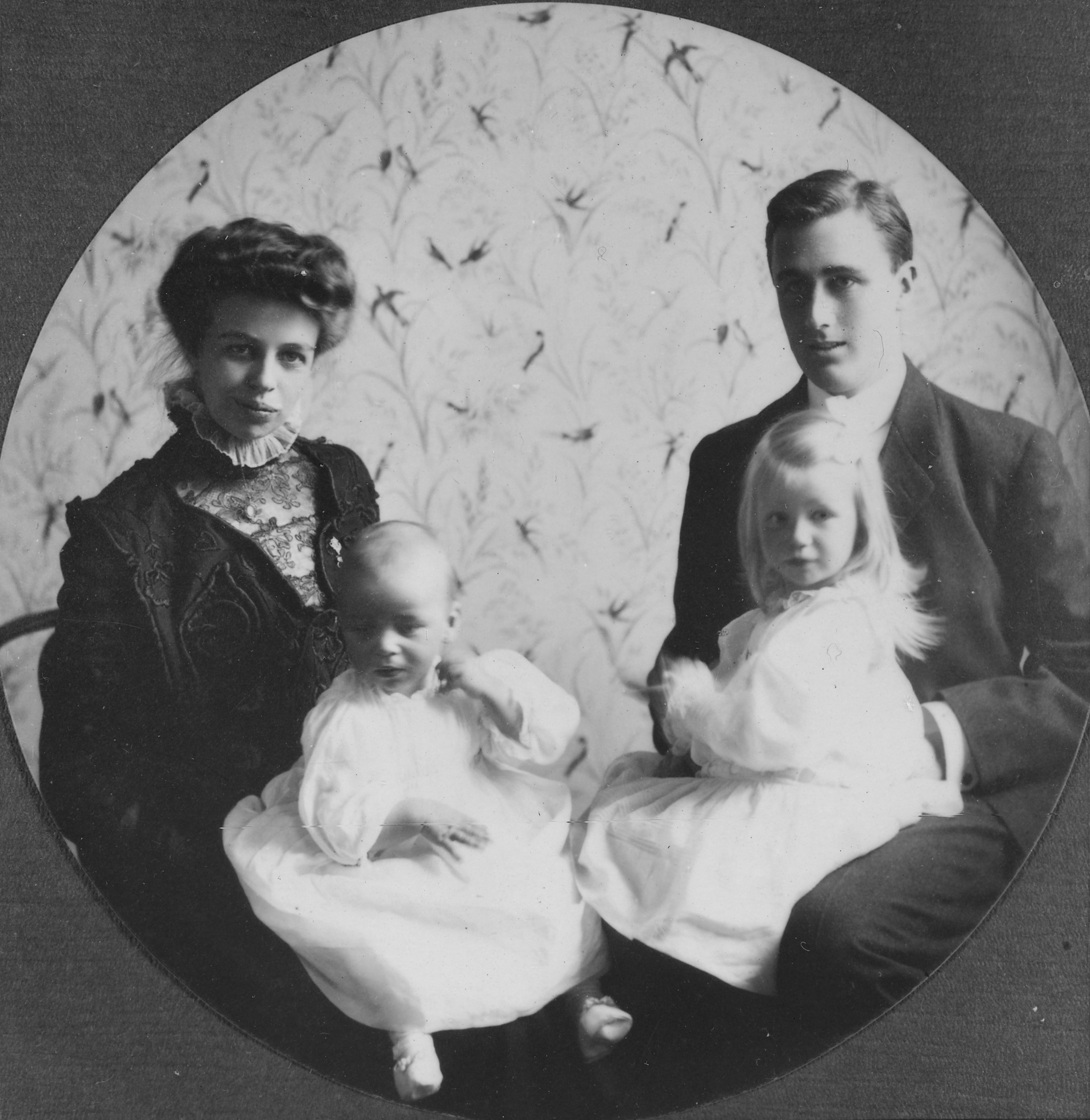 Franklin D. Roosevelt and Eleanor Roosevelt with Anna and baby James, formal portrait in Hyde Park, New York, 1908.