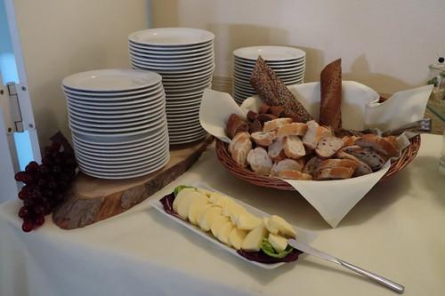 Baguettekorb und Butter (auf dem Vorspeisenbuffet im Victoria-Hotel Minden)