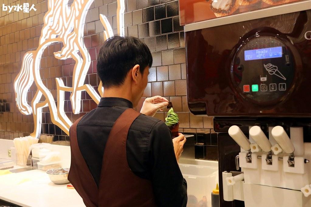 39063132804 e9c5c7f397 b - GODIVA抹茶巧克力霜淇淋首賣,台中大遠百店期間限定