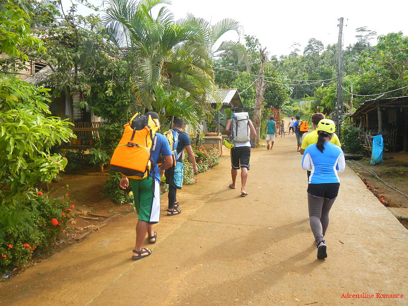 Trekking towards Sampao River
