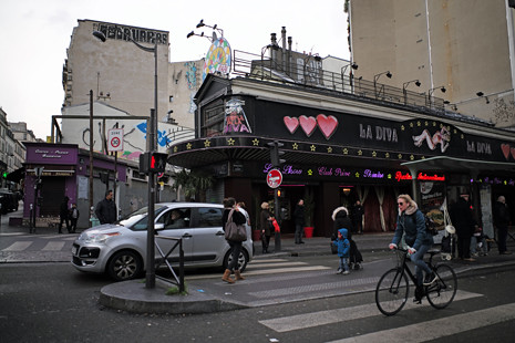 18b12 Moulin Rouge Abbesses Montmartre_0036 variante Uti 485