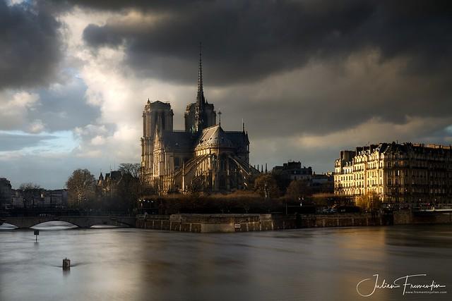 Cathédrale Notre-Dame de Paris durant la crue 2018