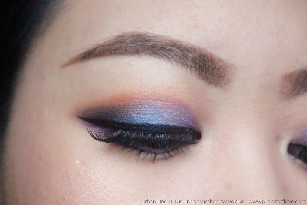 Urban-Decay-Distortion-Eyeshadow-Palette-Eye_02