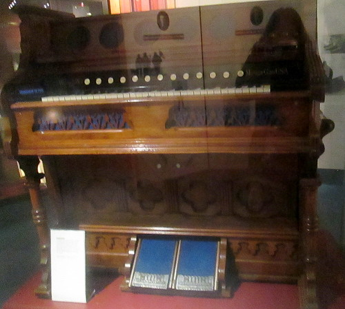 Harmonium | by piningforthewest