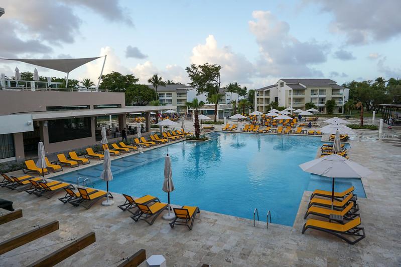 pool-building-rooms