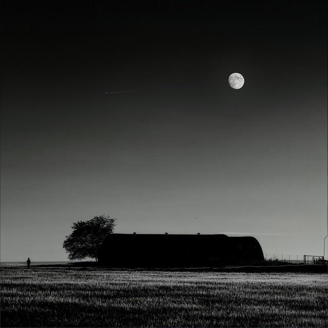 Y la noche afuera