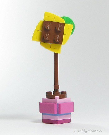 Alternate build #1 - using only parts from Friendship Flower polybag (30404)