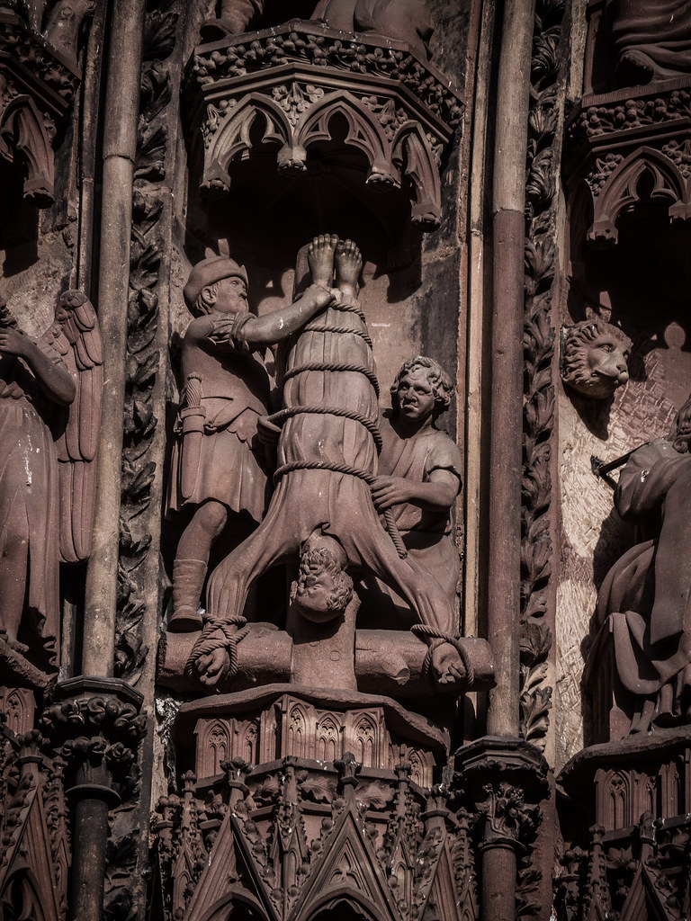 Martyr de Pierre (martyr de pierre...) + NB 39904340501_b02bc3a9b4_b
