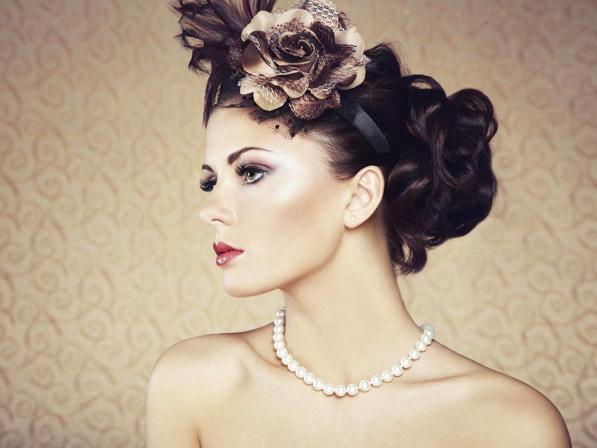 10+Chic Headband Hairstyles -Keeps It In Your Styles 4