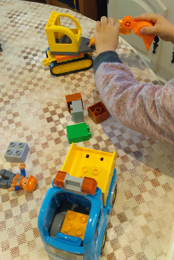 10812 Truck and Tracked Excavator (4)