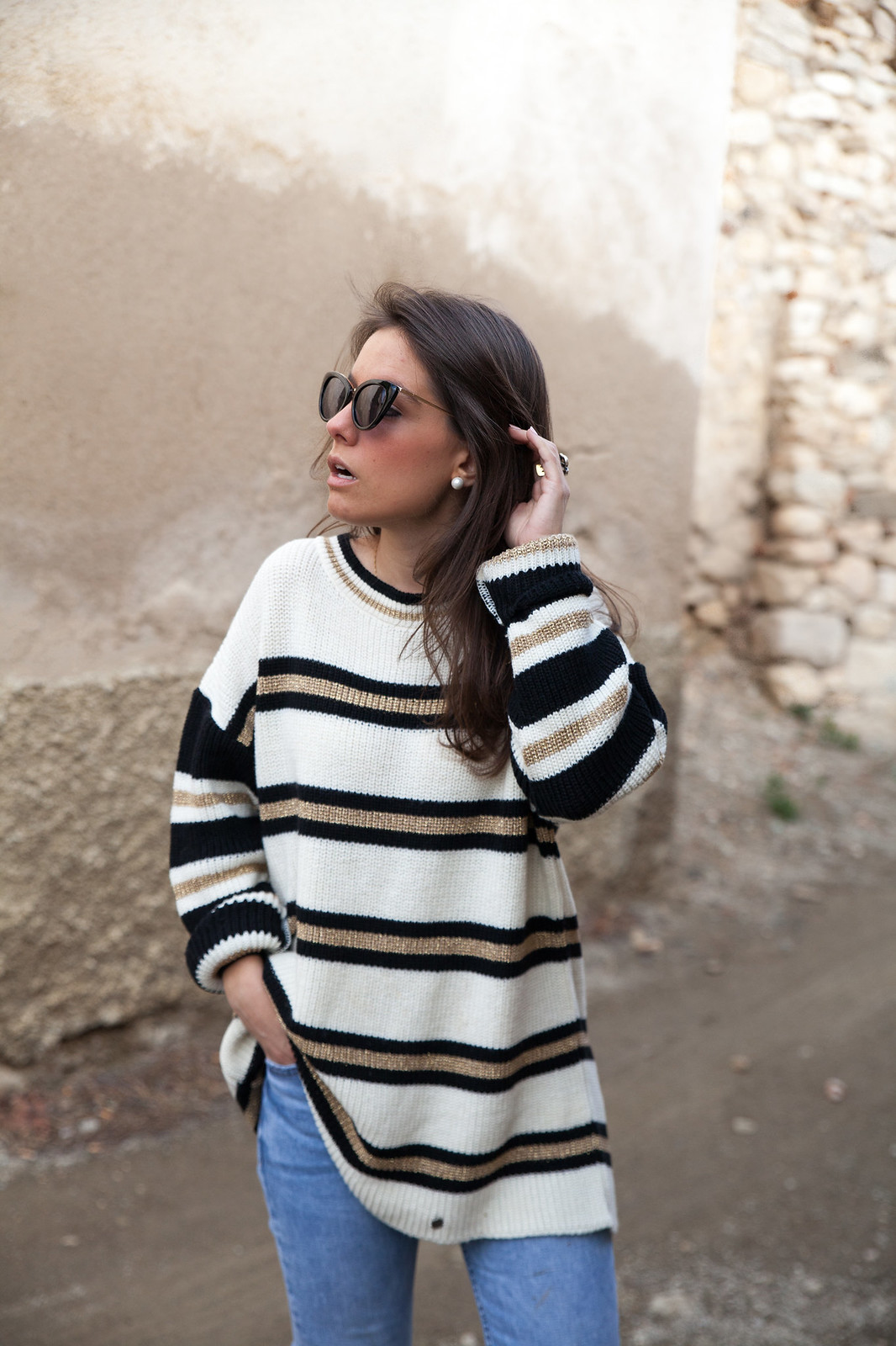 LOOK CASUAL DE FIN DE SEMANA CON JERSEY DE RAYAS theguestgirl fashion blogger influencer barcelona supreme jeans mango nueva coleccion primavera verano brand ambassador calçotada influencer spain