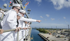 Sailors assigned to the submarine tender USS Frank Cable (AS 40), look for friends and family during their homecoming to Apra Harbor, Guam, Jan. 23. (U.S. Navy/ MC3 Alana Langdon)