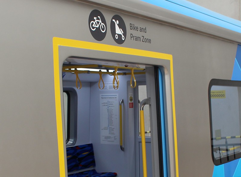 New metro train mockup: door highlights