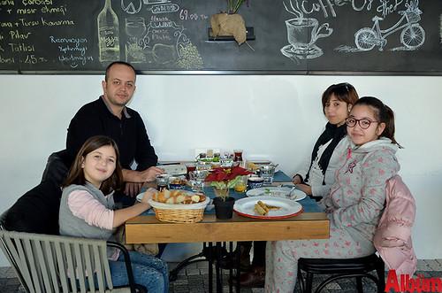 Emine Berra Babaoğlu, Mehmet Babaoğlu, Burcu Babaoğlu, Zümra Babaoğlu