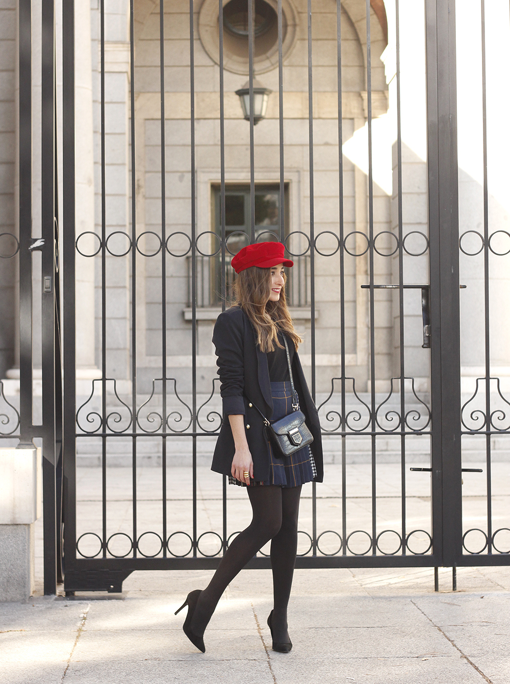 pleated skirt Scottish print Vichy print red navy cap givenchy bag winter outfit falda de tablas look invierno 201803