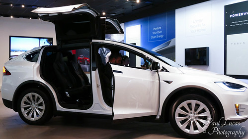 Tesla Model X SUV - Electric all wheel Drive