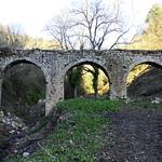Condotta per l'acqua su ponte medievale.