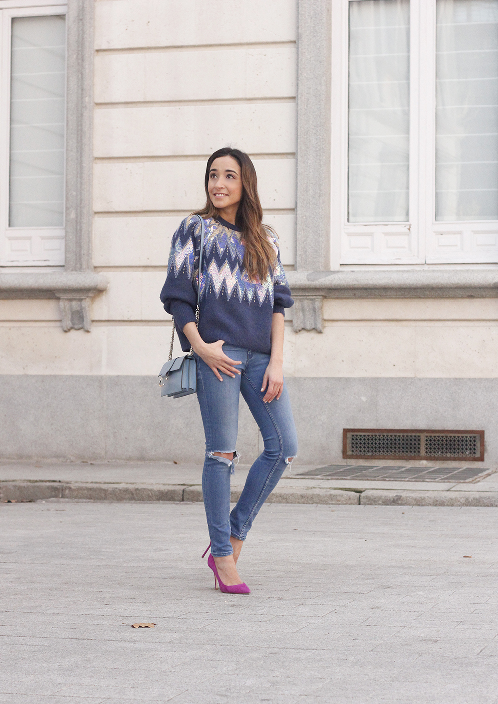 blue sequin sweater ripped jeans carolina herrera pink heels uterqüe bag winter outfit 201806