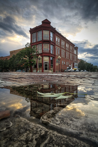 architecture, puddle, water, court st., Fulton Missouri, Callaway County, 2007, Clapp Building, Fall, leaf, brick, reflection, reflexión, Reflexion, odraz, eftertanke, missouri, http://www.notleyhawkins.com/, Missouri Photography, Notley Hawkins Photography, Rural Photography class=