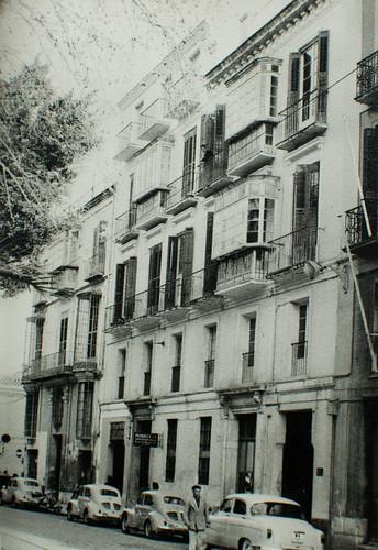 Aquí empezó la historia [1] - Era una vieja casa de vecinos, cargada de años y de arrugas...