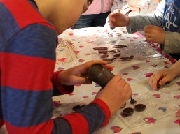 kids_candymaking_at-pequot-library