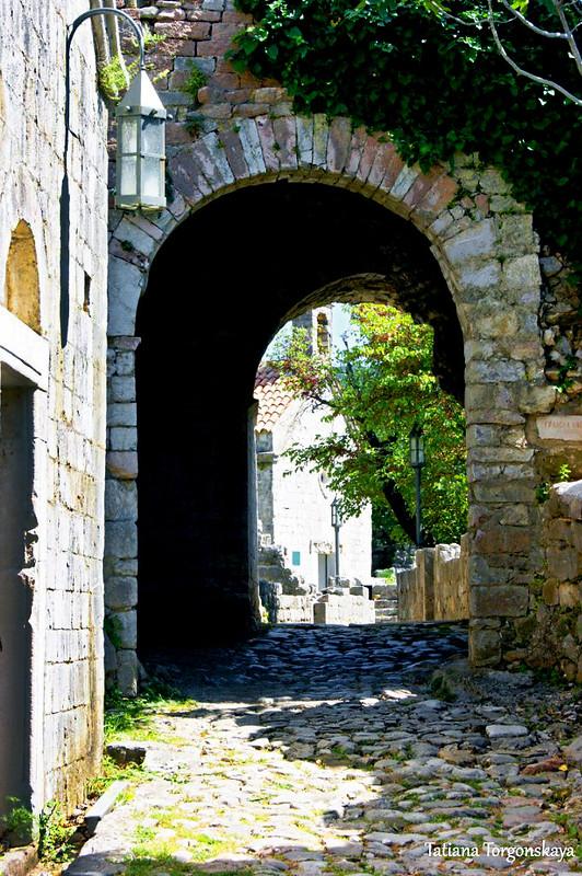 Городские ворота в центре исторического квартала