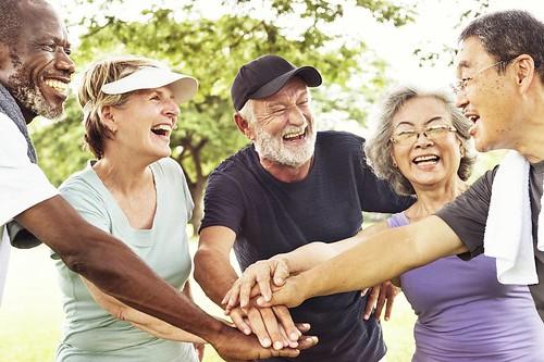 alegria istock-grupo-idosos