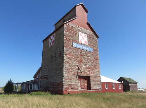 Old Grain Elevator (Herrick, South Dakota)