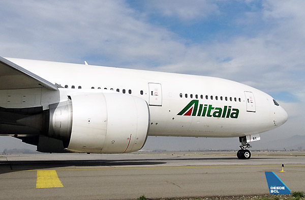 Alitalia B777-200ER front taxi out (RD)