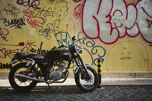 The coolest bike at the collest location, period! #street #graffiti #lisbon #t3mujinpack