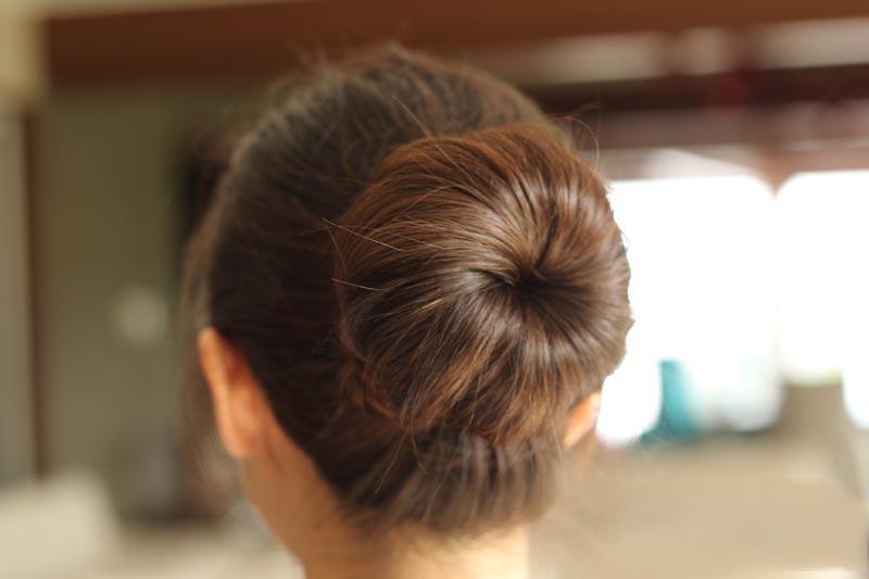Easy Donut Bun Hairstyles 2018 For Teens 6
