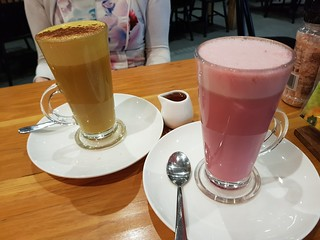Dirty Turmeric Latte and Beetroot Latte at Vegerama