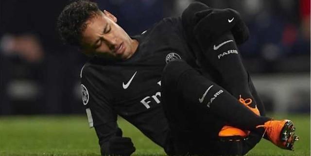 http://cafegoal.com/berita-bola-akurat/neymar-ternyata-cuma-pura-pura-cedera-baca-alasannya/