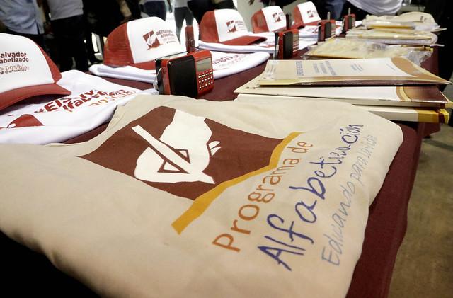 Juramentación de Voluntarios Alfabetizadores y Comisión Departamental San Salvador 01