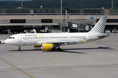 Vueling Airlines Airbus A320-214 EC-KDH