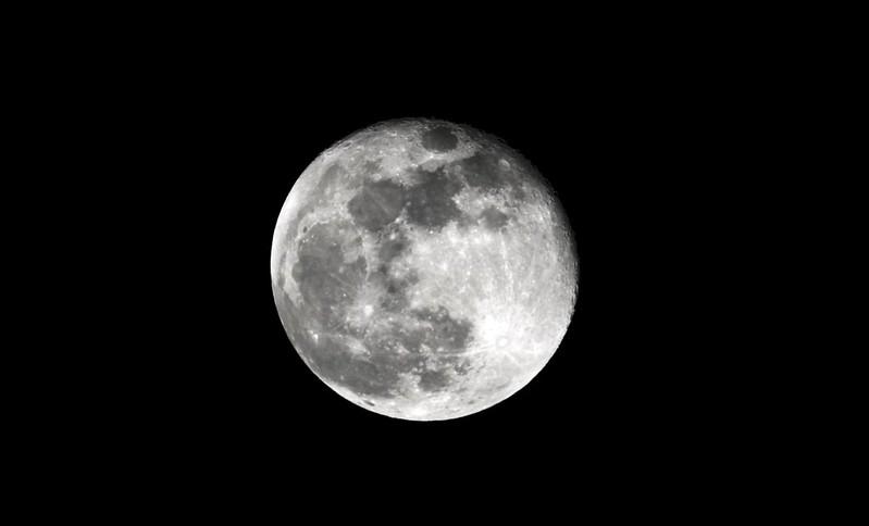 Der Mond 39995690982_838891d16e_c