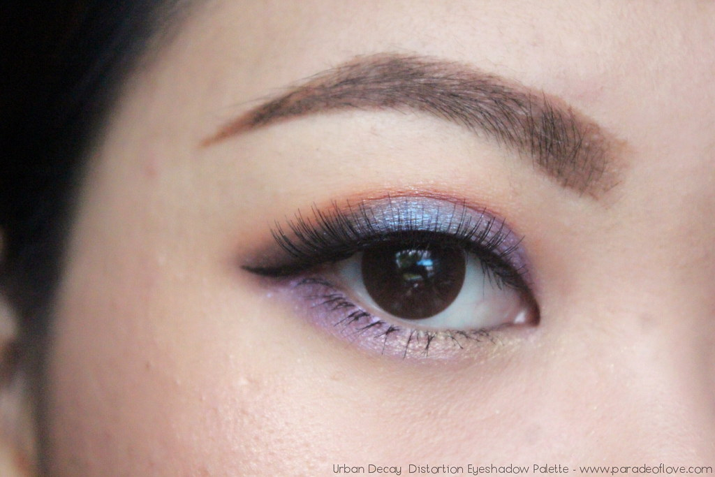 Urban-Decay-Distortion-Eyeshadow-Palette-Eye_01