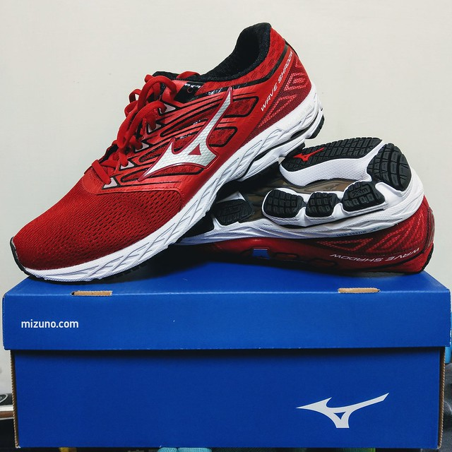 MIZUNO WAVE SHADOW WIDE