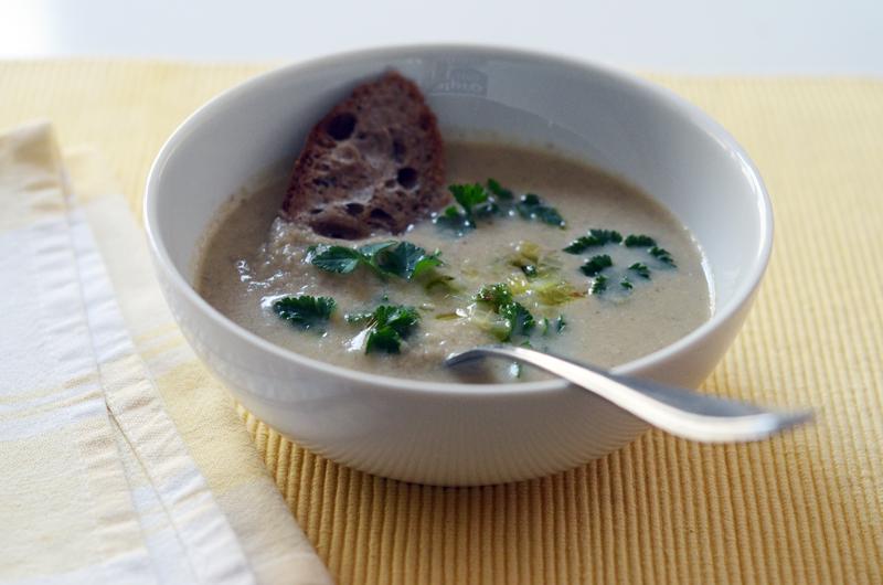 Sopa de cogumelos e funcho caramelizado